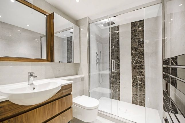 Thumbnail Flat to rent in Boulevard Drive, Colindale, London