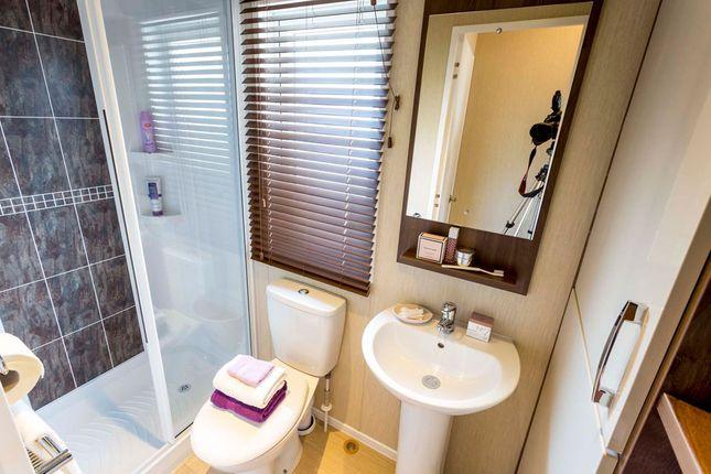 En-Suite of Barholm Road, Tallington, Stamford, Lincolnshire PE9