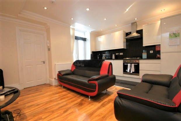 Flat to rent in Landor Road, Clapham