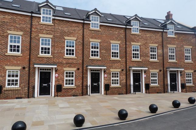 Thumbnail Terraced house to rent in St. Nicholas Road, Beverley