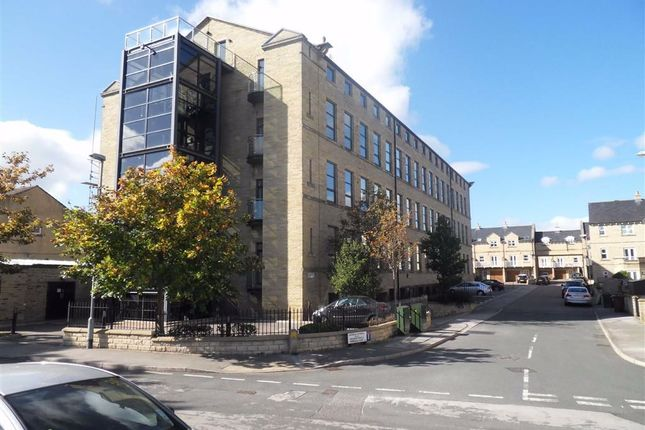 2 bed flat to rent in Cavendish Court, Drighlinton, West Yorkshire BD11