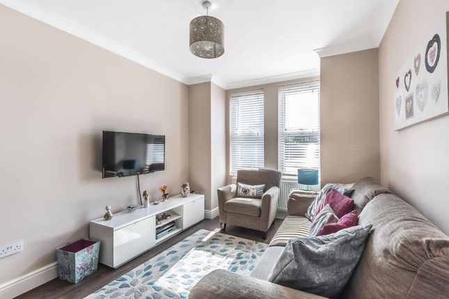 Cottage to rent in Windmill Road, Sunbury On Thames