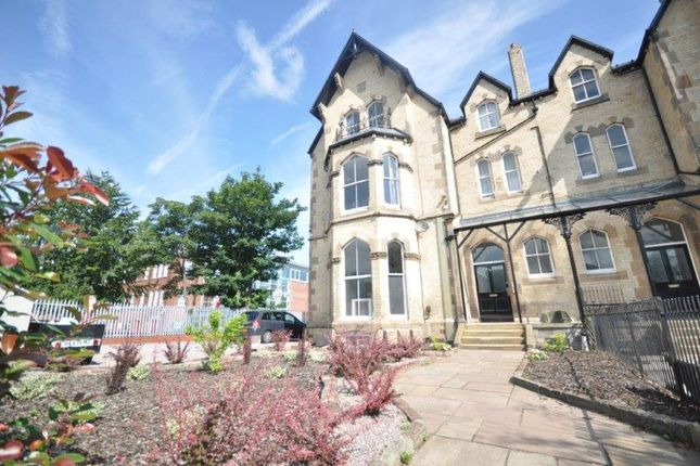 Thumbnail Flat to rent in Park Road South, Prenton