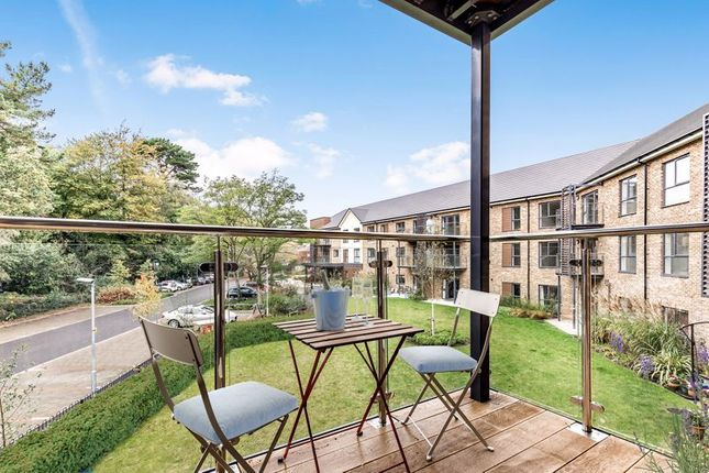 2 bed flat for sale in Hamilton Road, Sarisbury Green, Southampton SO31