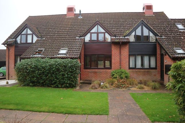 2 bed property to rent in Saffron Drive, Highcliffe, Christchurch