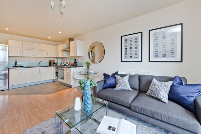 2 bed flat for sale in Violet Road, London