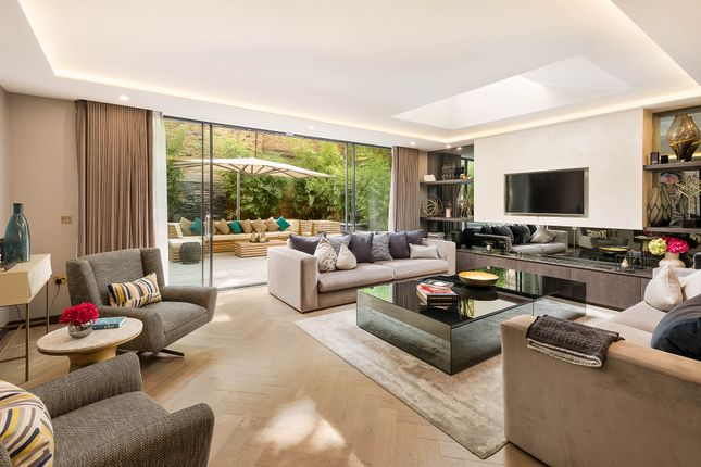 Thumbnail Flat for sale in Ovington Square, Knightsbridge, London