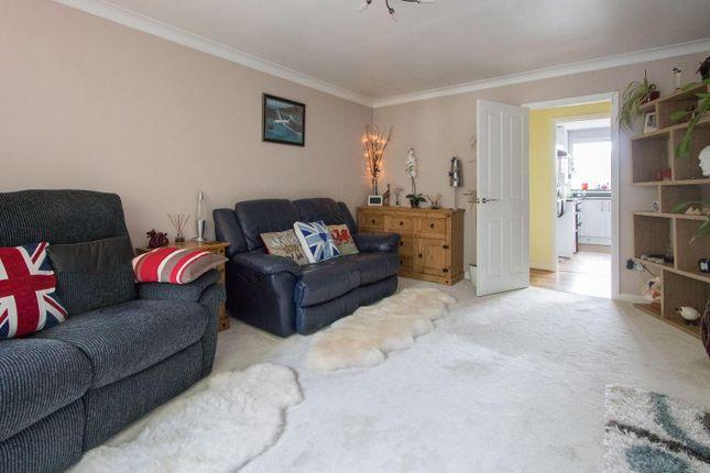 Thumbnail Flat to rent in Heol Hir, Llanishen, Cardiff