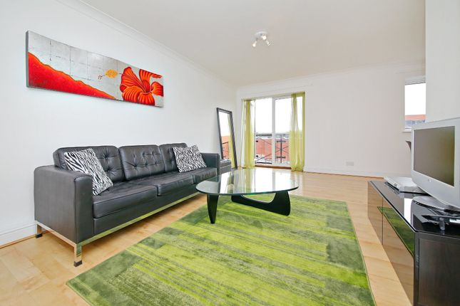 Thumbnail Flat to rent in Grand Union Close, London