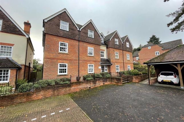 2 bed flat to rent in Andover Road, Newbury RG14