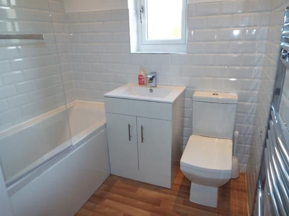 Bathroom of Oaks Lane, Ilford IG2