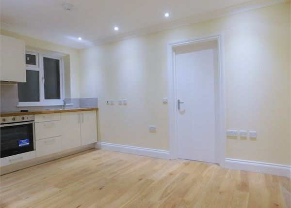 Flat to rent in Greenford Avenue, Hanwell, London