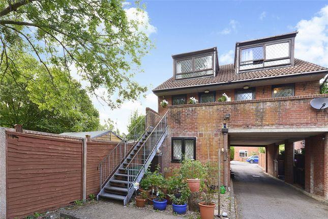 Picture No. 19 of 6 Yew Tree Road, Witley, Surrey GU8