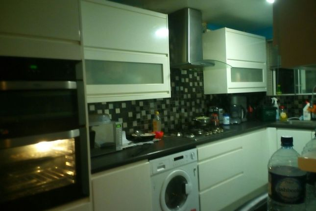 Thumbnail Shared accommodation to rent in Wright Road, Heston