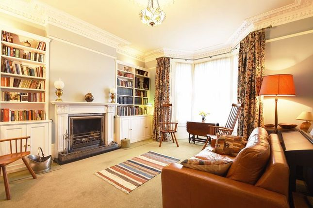 2 bed flat for sale in Ferme Park Road, London