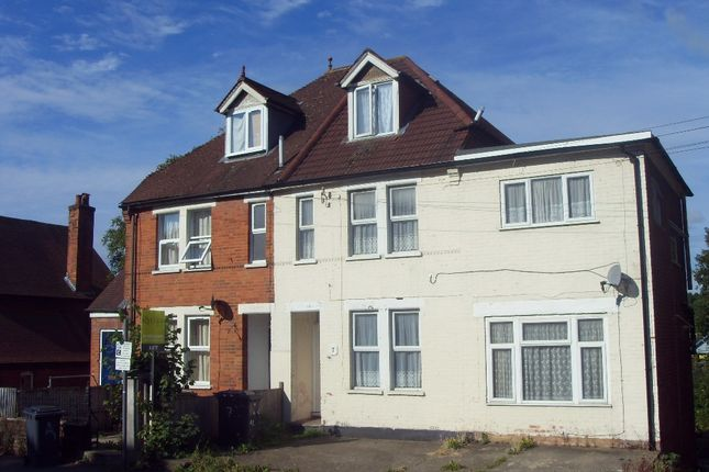 Thumbnail Semi-detached house to rent in Roberts Road, High Wycombe