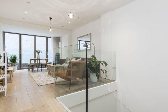 Maisonette to rent in Gosfield Street W1W, London,