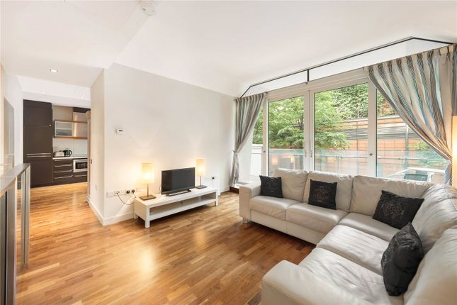 Thumbnail Flat to rent in Palace Street, London