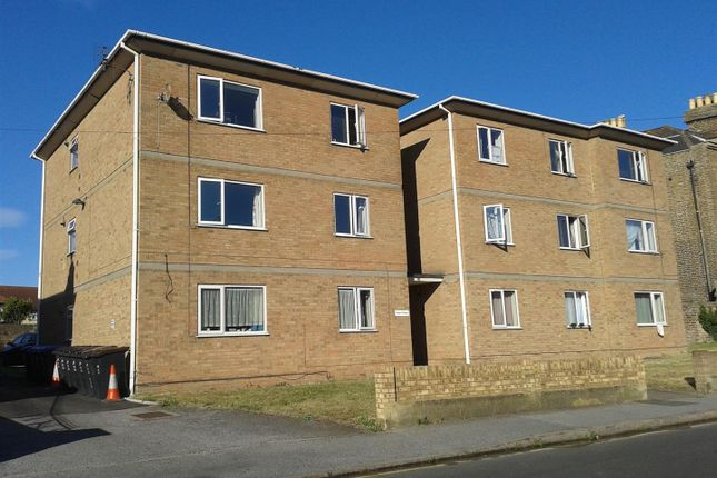 2 bed flat to rent in St. Peters Road, Margate