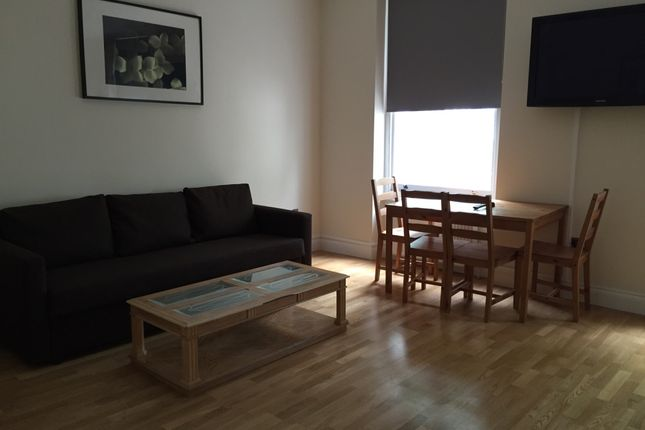 2 bed flat to rent in Bayswater, London