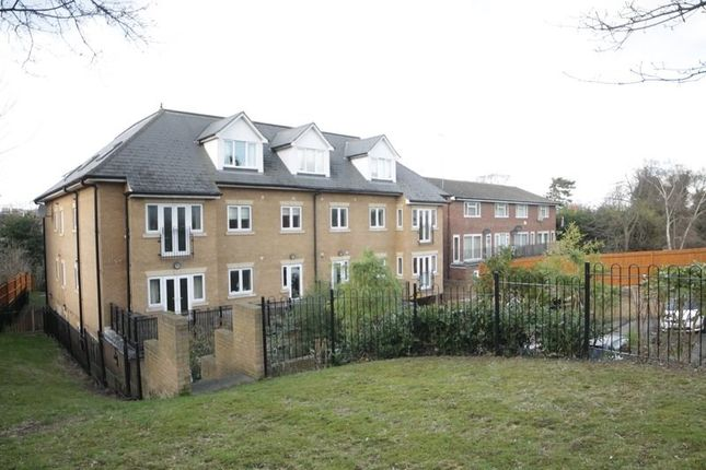 Thumbnail Flat for sale in Bean Road, Greenhithe