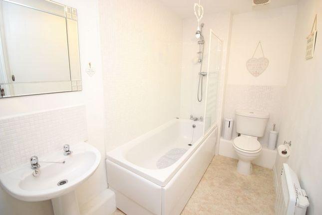 Bathroom of Evergreen Avenue, Horwich BL6