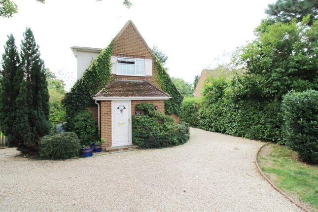 Thumbnail Detached house to rent in Copse Avenue, Caversham, Reading