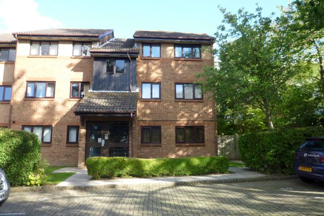 Thumbnail Flat to rent in Downs Close, Waterlooville