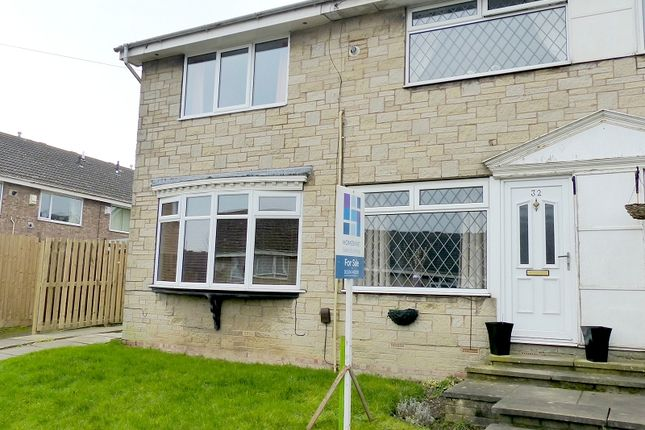 Thumbnail Town house for sale in Elm Tree Close, Norristhorpe, West Yorkshire.