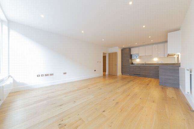 Flat to rent in 2 Aurora Point, Plough Way, Surrey Quays, London