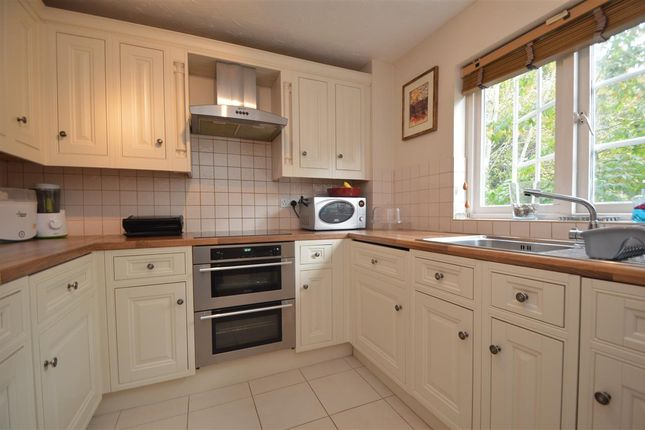 2 bed flat to rent in Selhurst Close, Wimbledon Park Side, London