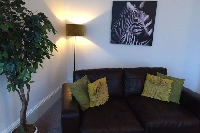 Thumbnail Flat to rent in Serviced Apartment 15 Abbey Hills, Kenilworth