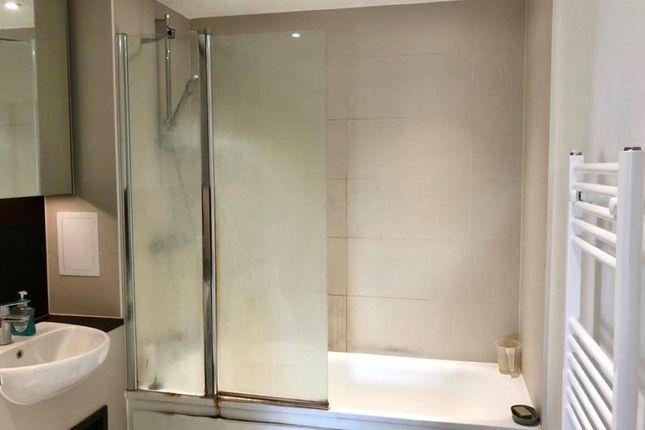 Bathroom of Enderby Wharf, Tiggap House, Greenwich SE10