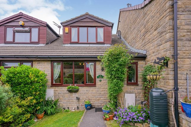 3 bed town house for sale in Coppice Grange, Yeadon, Leeds LS19