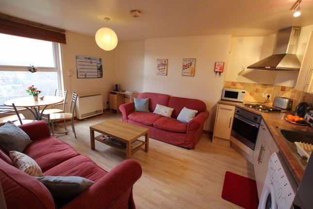 2 bed flat to rent in Belle Vue Road, Hyde Park, Leeds