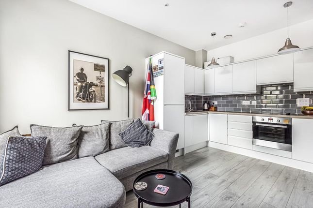 Thumbnail Flat for sale in Staines Upon Thames, Spelthorne