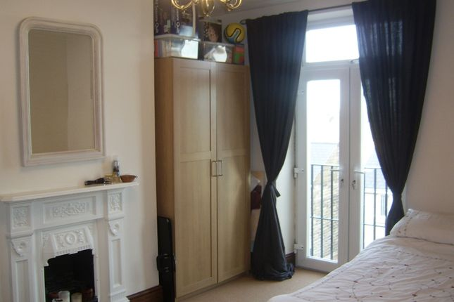 Thumbnail Flat to rent in Cemetery Road, Pudsey, Leeds