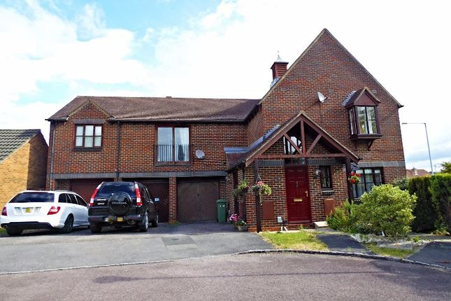 Thumbnail Maisonette for sale in Chives Place, Warfield