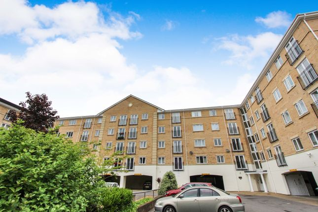Thumbnail Flat for sale in The Dell, Southampton