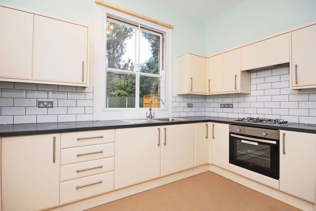 Thumbnail Flat to rent in Granville Gardens, London