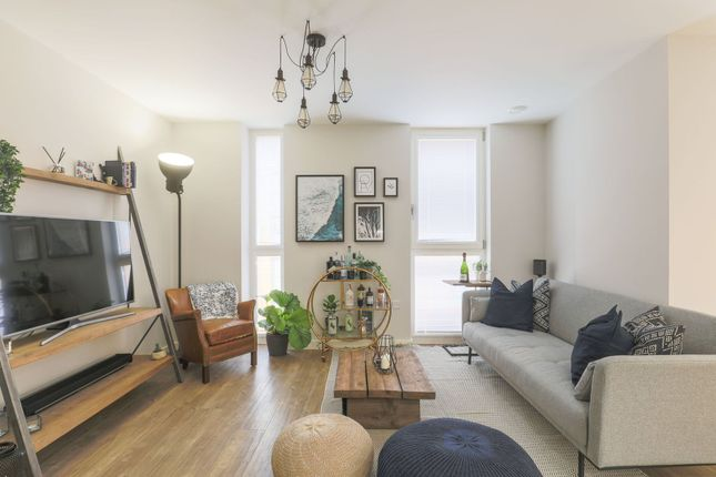 Living Room of 5 Cable Walk, London SE10