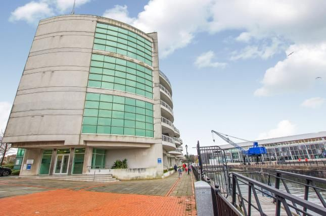 Thumbnail Flat for sale in Sovereign Quay, Havannah Street, Cardiff Bay, Cardiff