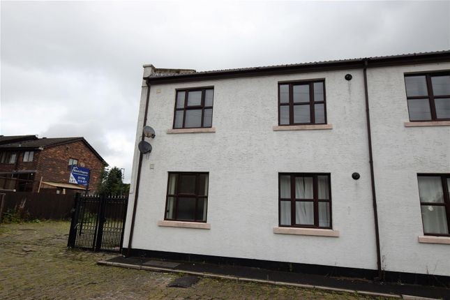 Thumbnail Flat to rent in South View, Rochdale