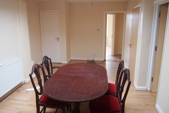 Thumbnail Flat to rent in Plumer Road, High Wycombe