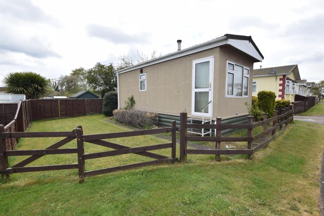 Thumbnail Mobile/park home for sale in Westfield Road, Ashfield Park, Scunthorpe