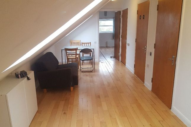 Flat to rent in Clarence Mews, London