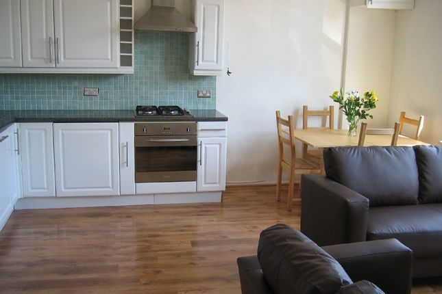 Thumbnail Flat to rent in Finsbury Park Road, London