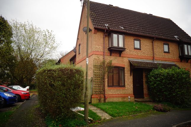 Thumbnail Terraced house to rent in Hop Garden Road, Hook