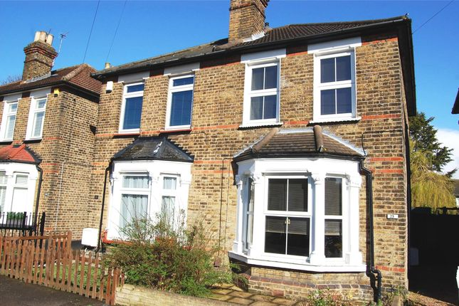 Thumbnail Cottage to rent in Cotleigh Road, Romford
