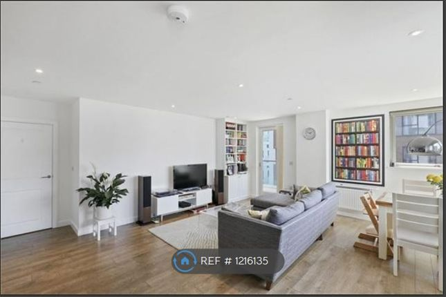 2 bed flat to rent in Bessemer Place, London SE10